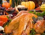 如今,葡萄酒在感恩节是一种非常畅销的产品。因为这一天会有很多美食,有了美食当然少不了美酒的搭配。而此时,如何将美食与美酒进行完美搭配就成为一个重要的问题。