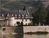 吉佳乐世家作为北罗讷河谷最负盛名的酒庄之一,在葡萄酒行业享有很高的声誉,其生产的葡萄酒已经出口至世界上70多个国家,被众多的葡萄酒爱好者和鉴赏家所喜爱。据说就连世界葡萄酒大师罗伯特·帕克…