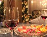 如今,美酒和美食搭配早已不再是一件复杂的事情,下面就美酒和美食的搭配给出一些建议。