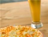 啤酒的喝法很自由,平时喝啤酒的时候,我们很少会想到其实不同的啤酒适合搭配不同的食物。如果想要让啤酒与食物达成相得益彰的效果,需要仔细将它们进行恰当的配对。下面我们就来看看,不同的食物分别…