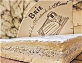 法国的奶酪种类繁多,可以让你在一年365天里,每天都吃到不一样的奶酪。有些奶酪非常常见,在超市里就能买到,而有些奶酪就只是某地特产,甚至要到某个村庄或社区才能买到。本文为您推荐的就是10种最常…