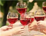 对葡萄酒了解不多的人难免陷入一些误区。以下7个关于葡萄酒的谎言,你都知道吗?