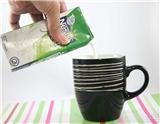 你喜欢卡布奇诺咖啡吗?如果你喜欢,想不想在家里亲手调一杯卡布奇诺?本文采用图文并茂的方式,一步步教你调出一杯香甜浓郁的卡布奇诺!