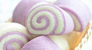 原料:紫薯泥80g;面粉200g;酵母3g;白糖15g;水适量(依紫薯泥的水份量调整);(紫薯面团)调味:面粉200g;酵母3g;白糖15g;水约120g;(白面团)营养:紫薯(正名为:参薯Diosc