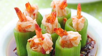 原料:丝瓜1根;基围虾7个;红剁椒1匙;蒜4瓣;调味:李锦记蒸鱼豉油1匙;糖1/2小匙;食用油1匙;营养:这道菜把我最喜欢的两个食材用在了一起,别提多鲜美,虾球吃起来Q弹,丝瓜鲜美,一口一个真的过瘾哈