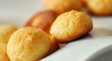 原料:低粉100g;奶油芝士(cream cheese)70g;黄油50g;蛋清1个;调味:糖50g;泡打粉1/4小勺;营养:样子也可爱,像不像旺仔小馒头?不过口感可是很不同的哦。这也是一个消灭开封芝