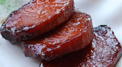 原料:里脊肉3块;调味:李锦记叉烧酱100ml;生抽30ml;蜂蜜50ml;白酒15ml;营养:蜜汁叉烧肉--不动烟火的美味,味道很不错。做法和步骤:蜜汁叉烧肉做法和步骤1里脊肉肉切成直径为5—7cm