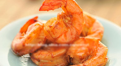 原料:鲜虾20个;姜几片;调味:生抽3汤匙(35ml);糖2茶匙(10克);营养:这道菜的原料和做法都非常简单,如果觉得给虾开背麻烦,直接剪去虾须直接做也可以的,那就不是油爆虾球,而是油爆虾啦。做法和