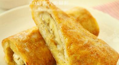 原料:吐司2片;鸡蛋1-2个;香蕉1根;调味:炼乳5克;营养:在吐司和香蕉之间涂上任何口味果酱等等,口感更丰富, 浇上炼乳更香甜。做法和步骤:香蕉吐司卷做法和步骤1吐司2片、鸡蛋1-2个、香蕉1根。2