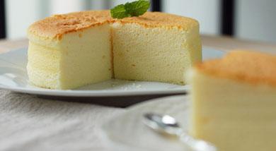 原料:色拉油48g;原味酸奶200g;鸡蛋4个(分蛋);低筋面粉40g;玉米淀粉24g;调味:白砂糖80g;营养:轻盈、细腻,有着轻乳酪的外在与内里,少了些厚重的味道,多了丝清爽的感觉。做法和步骤:酸