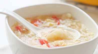原料:面粉150g;番茄1个;鸡蛋2只;调味:高汤1大碗;盐适量;冷水155g;盐1/4小匙;营养:酸酸甜甜的,很开胃,可以作为早餐。做法和步骤:番茄鸡蛋面疙瘩做法和步骤1面粉和盐混合,将水倒入;用刮