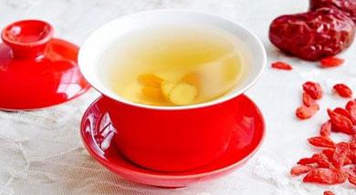原料:黄芪2克;枸杞5克;大枣3颗;调味:冰糖10克;营养:这是一道很适合冬季饮用的茶汤。黄芪属补气良药,以补虚为主,常用于体衰日久、言语低弱、脉细无力者。做法和步骤:黄芪红枣枸杞茶做法和步骤1将食材