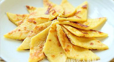 原料:白面粉120克;玉米粉30克;甜玉米棒1根;鸡蛋1个;牛奶150克;调味:玉米油适量;糖30克;营养:玉米食品营养也丰富,人们的膳食一定要合理搭配,才能做到营养均衡。做法和步骤:奶香玉米蛋饼做法
