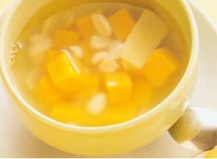 <br /> 花生番薯甜水-怀孕280天孕妇饮食第68<br />   <br />   材料:花生40克、番薯220克、冰糖适量、水5杯、姜1片。  做法:1 花生洗净用水浸泡半小时,番薯去皮切成3厘米方块洗净备用(也可先浸