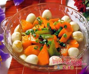 材料:鹌鹑蛋10个,青椒1个,老南瓜200克  调味料:生姜1片,盐8克,味精3克,白糖3克,水淀粉少许  做法:  1.鹌鹑蛋煮熟去壳,老南瓜去皮去子切块,青椒切片,生姜去皮切片。   2.