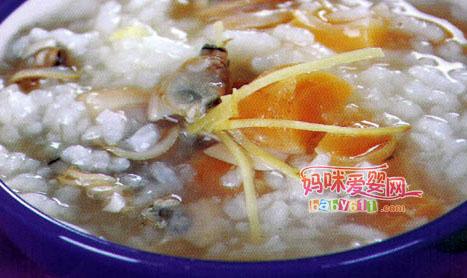 干贝富含蛋白质、核黄素和钙、磷、铁等多种营养成分,蛋白质高达61.8%.蛤州富含各种微量元素,属于高蛋白、高铁、高钙、少脂肪食物,准妈妈食用益处很多。<br />  <br />     干贝蛤蜊粥