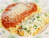 """意大利菜是西餐中最经典的菜系之一,其风格浓重朴实,讲究原汁原味,素有""""西餐之母""""的美称。本文呈现的内容就是游客走访意大利时,不可错过的10种美食。"""