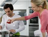 葡萄酒不仅可以直接饮用,还可以用来烹饪各种精致美味的菜肴。本文为您介绍烹饪不同菜肴时应该选择哪种葡萄酒才能给您的烹饪作品锦上添花,赢得满堂喝彩。