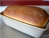 """面包是西餐中非常重要的一种美食。虽然有些中国人也很喜欢吃面包,但小编曾听一位旅美华人面包师说,""""中国的面包店里虽然也有长得各式各样的面包,但实际上,他们都是用同一种面团做的,是同一种面包。…"""