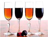 """曾被莎士比亚在诗作中比喻成""""装在瓶子里的西班牙阳光""""的雪利酒,其口感竟与中国绍兴酒的味道有很多相似之处,这也说明了雪利酒比起普通葡萄酒更适合中国人的口感,而在搭配中式菜肴方面也比一般葡…"""