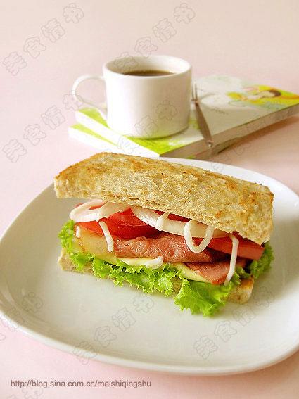 培根蔬菜三明治