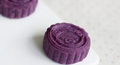 原料:紫薯4个;豆沙适量;调味:蜂蜜适量;营养:趁着家中有紫薯、豆沙馅于是做了这款简单、好玩又好吃的紫薯豆沙饼。可爱的造型哄娃开心那可是第一位的。做法和步骤:紫薯豆沙饼做法和步骤1紫薯蒸熟后去皮切块;
