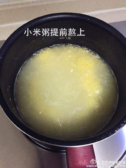 牛肉豆腐小米粥适合1岁以上的宝宝,牛肉含有丰富的蛋白质、氨基酸、足够的维生素B6、可增强免疫力、促进蛋白质的新陈代谢和合成、含钙 铁 锌 钾等微量元素、牛肉切碎末加少许