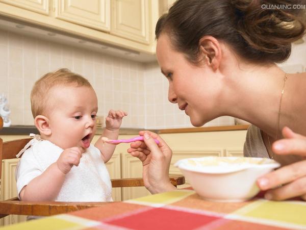 小宝贝一天天的长大,做为家长我们也做好了让宝贝吃饭的准备。婴儿配方米粉、蔬菜泥、果泥、肉泥、蛋黄泥。。。宝贝在一点点的品尝着各种食物丰富多彩的味道。宝贝和家长一起