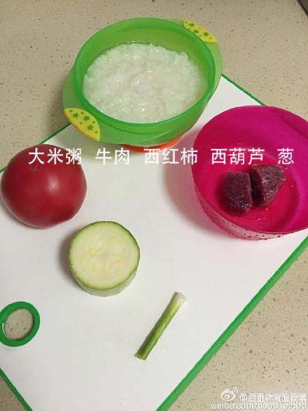 西红柿牛肉粥适合1岁以上的宝宝,这款西红柿牛肉西葫芦搭配煮面熬粥配米饭做疙瘩汤都好吃、可以出锅前加鸡蛋液、将牛肉蔬菜炒熟调味后盛出拌入粥里也不错的、自由发挥