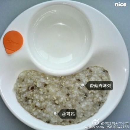 香菇肉沫粥适合8个月以上的宝宝,根据宝宝实际咀嚼能力调整食材颗粒哈~