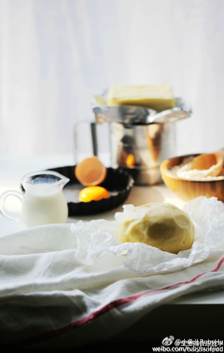 三文鱼芦笋蛋奶派适合2岁以上的宝宝,有布丁般爽滑、Q弹口感,营养丰富,蔬菜随意搭配、简单易做!
