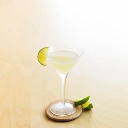 冻唇蜜(daiquiri)是使用朗姆酒的代表鸡尾酒之一。冻唇蜜是古巴新车场郊外的矿山名,相传在这里工作的Jenes Coocks为款待前来看望他的朋友而调制出这款鸡尾酒。古巴独立出西班牙后,美国派遣了很多矿工,工人们为了缓解炎热而利用手边轻松获取的材料来制酒,然后饮用,据说这便是冻唇蜜酒的由来。小提示:加入一些水蜜桃汁,那么就是一杯仙桃冻唇蜜(peach daiquiri)                冰块4-6块白朗姆酒2盎司柠檬汁1/4盎司糖浆1/2茶匙柠檬片1片1把冰块放入雪克壶2倒入朗姆酒、柠檬