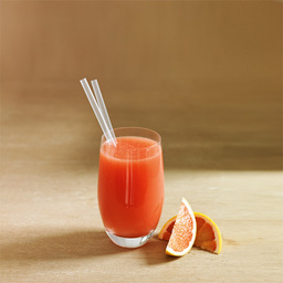 海风(Seabreeze)创作于1980年。西柚汁与蔓越莓汁的混合使得其口味非常顺滑,在马尔代夫群岛上它更是热门饮品。夕阳西下之时,海滩上这杯红色,仿佛完全融入了那片热带天堂。在马尔代夫沉没之前若未能体验,就只能自己动手了。小提示:此酒也可以采用兑和法直接在杯中进行                冰块4-6块伏特加1.5盎司蔓越莓汁0.5盎司粉红西柚汁适量1把冰块放入雪克壶2倒入伏特加、蔓越莓汁,摇晃均匀3把调制好的鸡尾酒倒入冰镇的酒杯中4用粉红西柚汁补至九分满5尽享美味吧!转载请注明:有颜色 &raqu