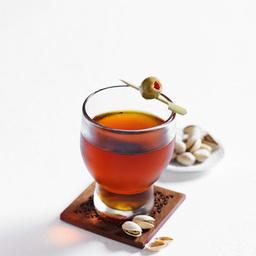 苏格兰高地舞(highland fling)是一杯纯正的苏格兰酒。看到这款鸡尾酒,不禁会让人联想到苏格兰威士忌的故乡——苏格兰北部的高地地区。苏格兰威士忌馥郁的酒香中飘溢着药草的芳香,使得这款酒品口感清爽,极易饮用。小提示:苏格兰威士忌与中国贵州茅台镇的茅台酒,法国科涅克白兰地齐名的三大蒸馏                冰块4-6块苦精几滴苏格兰威士忌2盎司甜威末酒1盎司鸡尾酒橄榄1颗1把冰块放入调酒杯2倒入苦精3加上威士忌、甜威末酒,搅拌均匀4把调制好的鸡尾酒滤入冰镇的酒杯中,加上橄榄装饰5尽享美味吧