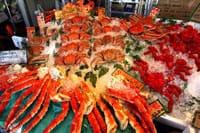 """一听到是""""北海道产"""",无论是什么东西都会觉得好吃的不得了吧。就像是听到北海道产的螃蟹和北海道产的鲑鱼一样,会想要下一秒就尝到这些美味。然而,有一个地方聚集了北海道几乎"""