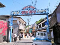 佐贺县唐津市的「呼子朝市」,与石川县的轮岛朝市、岐阜县的高山朝市并称为日本三大朝市。