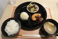 """在日本素食不太被熟悉。确实上宗教主义等理由吃宿舍的人并不多。但是,日本从古至今,有名叫""""精进料理""""的菜色,这就是排除动物性食材的料理。日本的素食 精进料理精进料理原来"""