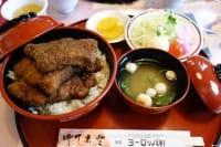 到日本旅游,除了美丽的风景之外,最迷人的就是深入当地寻找特有美食,福井县位于日本的北陆地区,在福井县西南方的敦贺市,有一间无人不晓的猪排饭店-欧洲轩,大份量的酱汁猪排饭,伴随着敦贺人民一起长大,这个号称敦贺第一的猪排饭,有什么不可错过的魅力呢?
