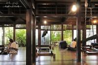 位在富士山山梨县的山麓园 Sanrokuen餐厅,用餐方式有点特别! 可以在店内围在炉火前吃饭或取暖聊天,仿佛时光回到以前日本那样的围炉方式。一家人坐在炉火前吃饭或取暖聊天,享受和乐融融的氛围。